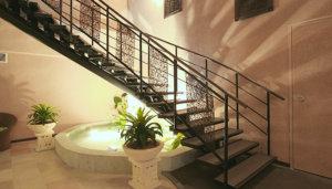 華の湯ヒブランの階段